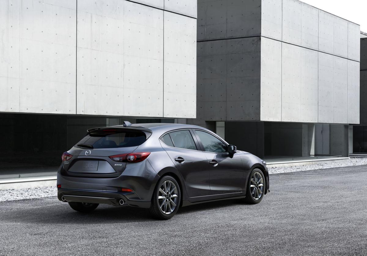 2017_Mazda3_exterior_012.jpg