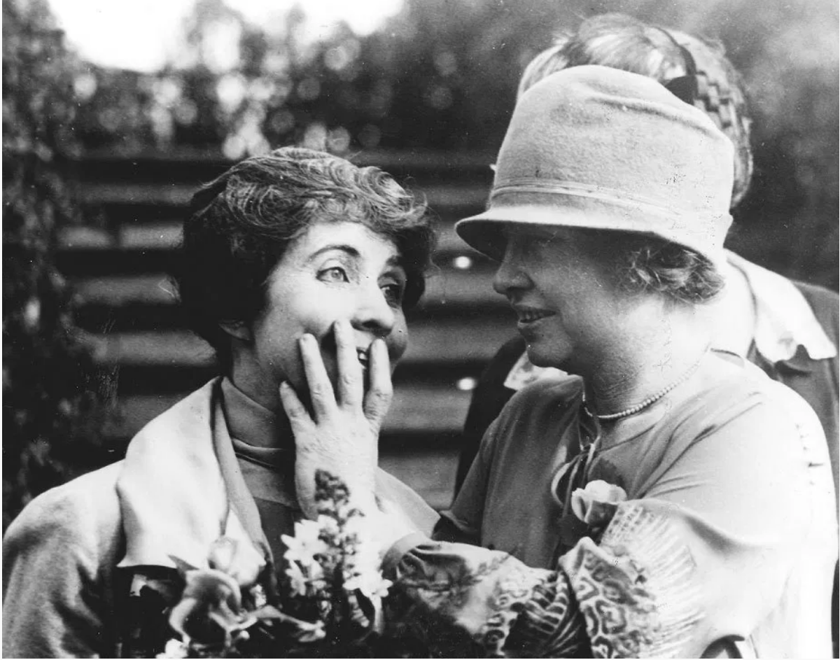 Grace Coolidge (L) and Helen Keller.png