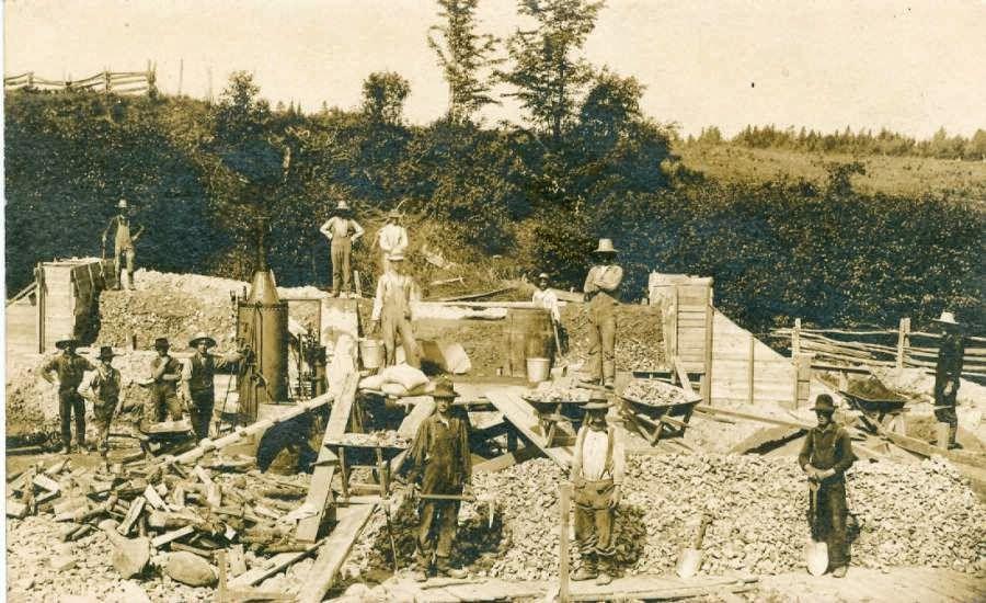 Barnet Comeford Construction work gang.jpg