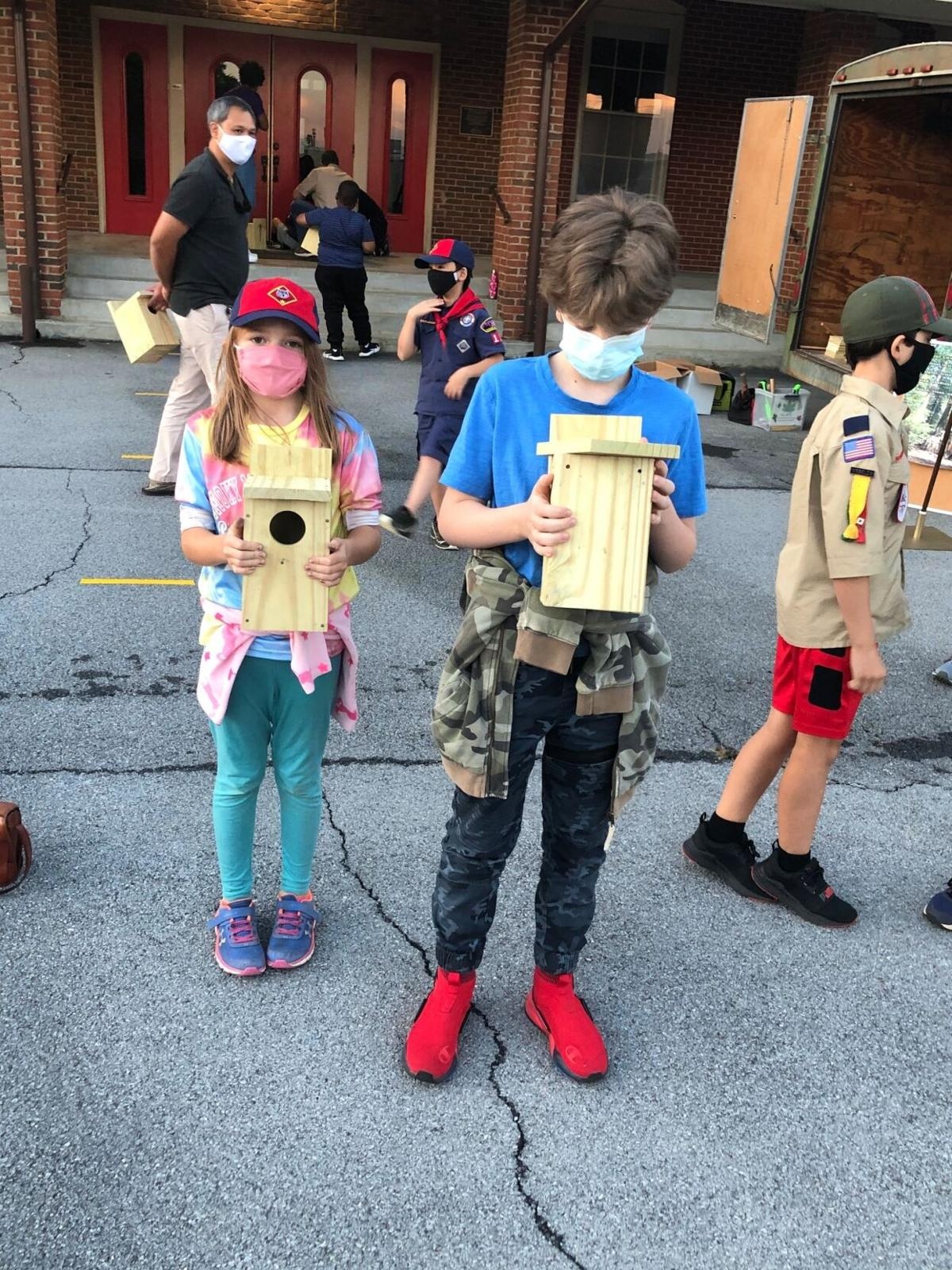 Pack 113 crafts bird houses for local parks