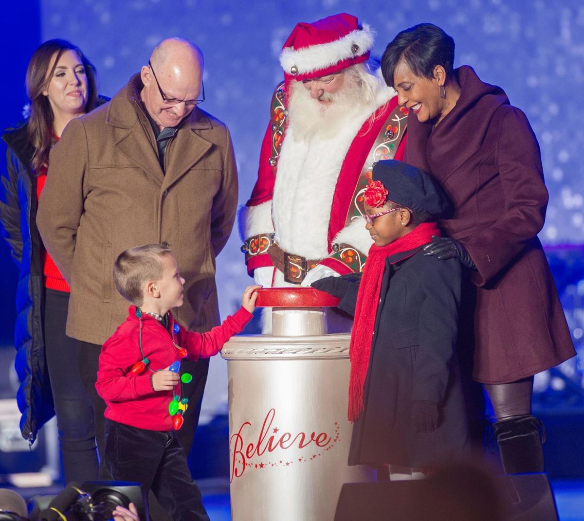 112019_MNS_holiday_events_002 Santa Claus Atlanta Mayor Keisha Lance Bottoms Children's Healthcare of Atlanta patients