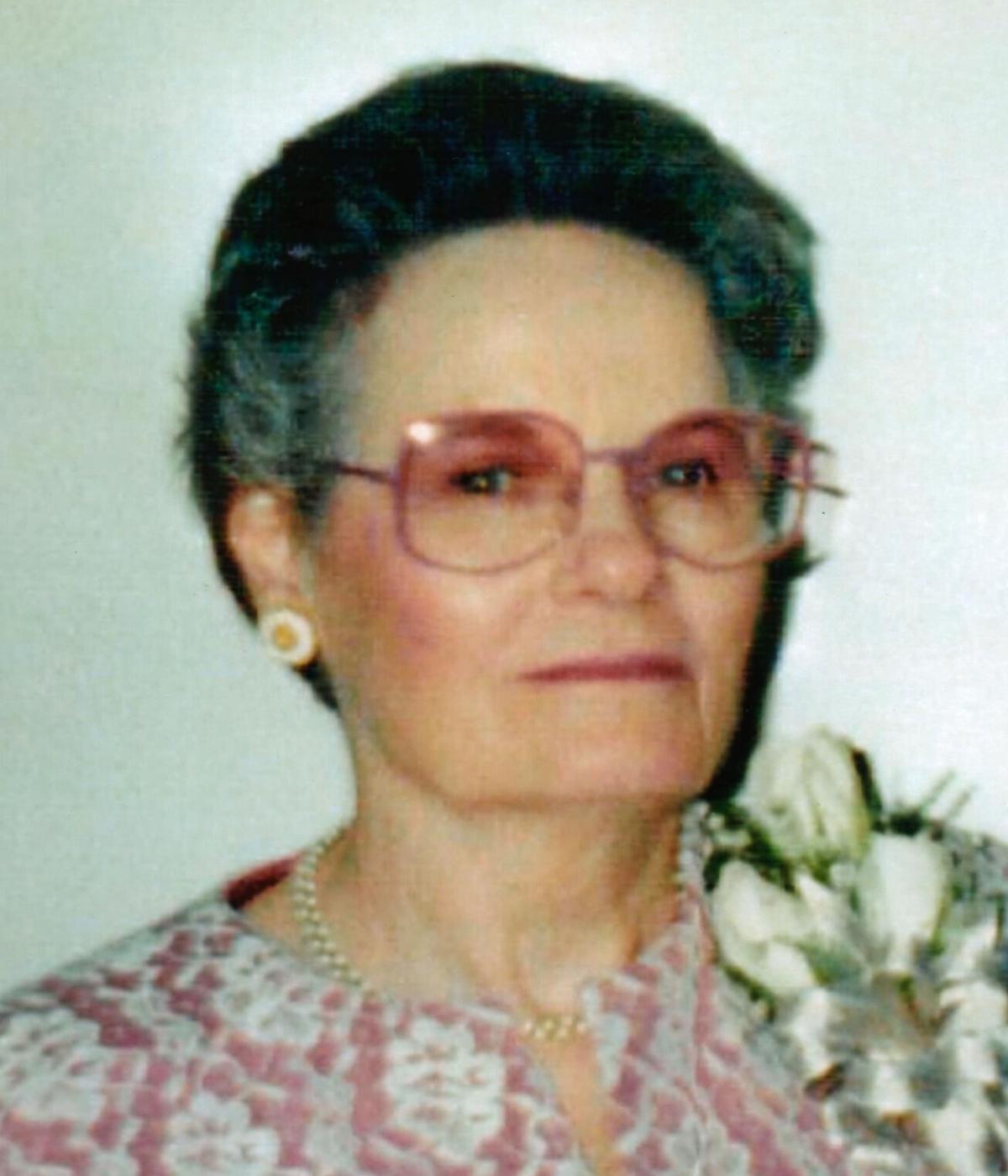 Mrs. Navaughnia  Kerr