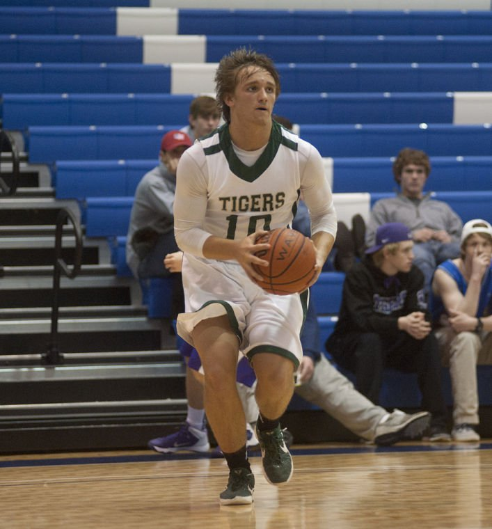 Adairsville High School Basketball Christmas Tournaments 2020 Holiday Tourney: Seth Little helps lead Darlington past