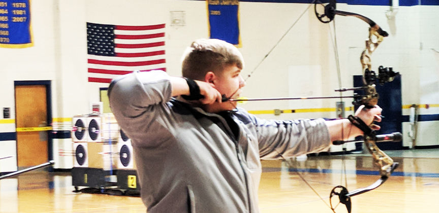 Archery Team competes at Warren County Invitational