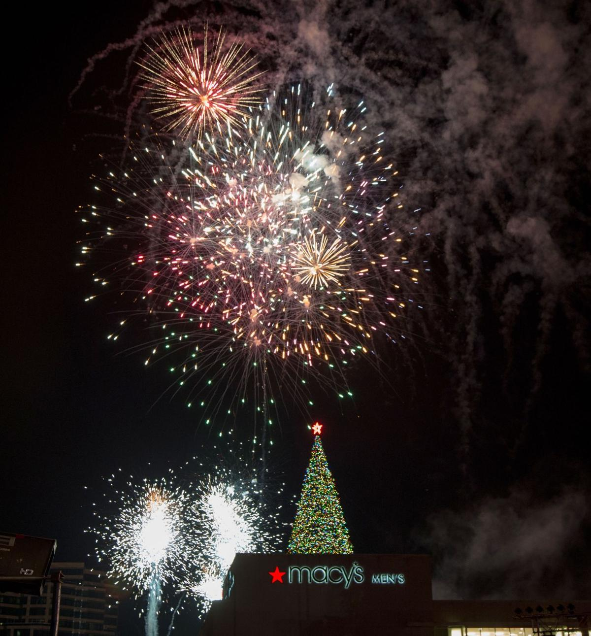 112019_MNS_holiday_events_001 Macy's tree fireworks