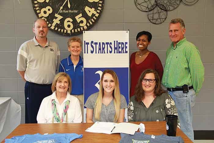 Mia Clark signs with GNTC