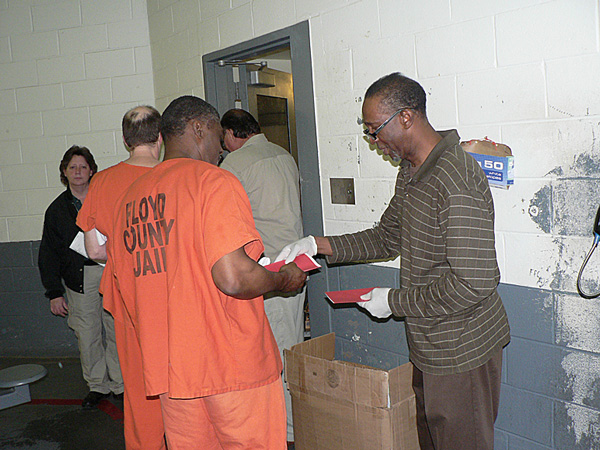 Volunteers bring Christmas spirit to Floyd jail inmates