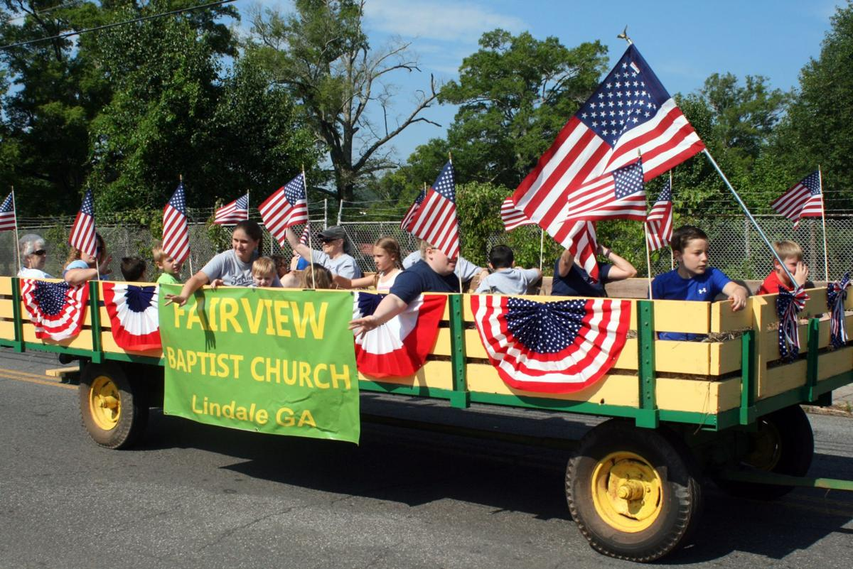 Lindale Christmas Parade 2020 Route Lindale Independence Day parade brings out families across the