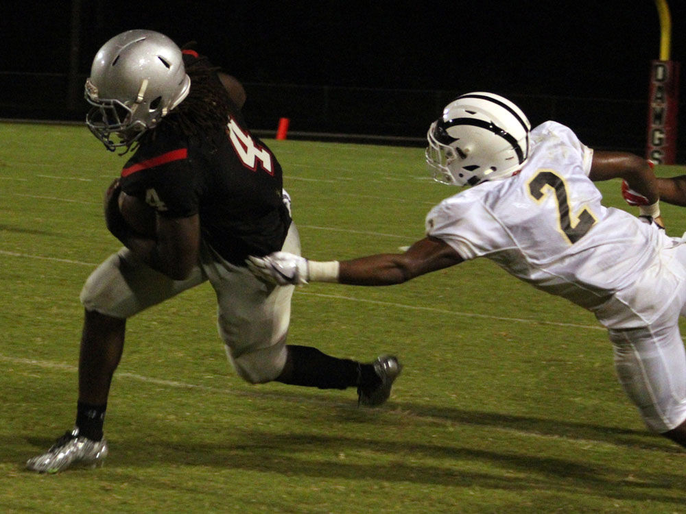 Football Bulldogs Hold Off Rockmart For Rivalry Win High School