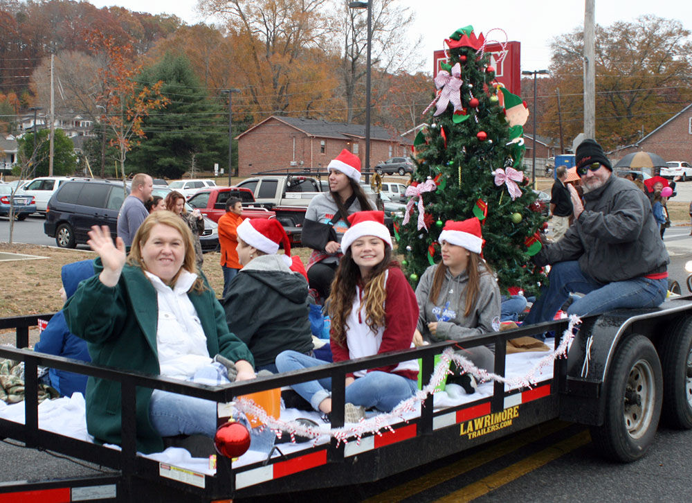 Lindale Christmas Parade 2020 Route Lindale greets 'old Saint Nick' | Local News