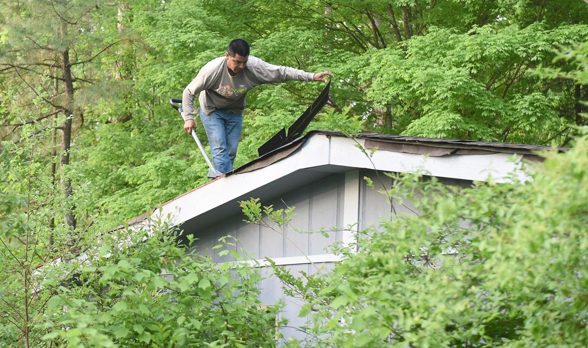 042019_MDJ_Dateline_Habitat_Mableton_Roof2.jpg