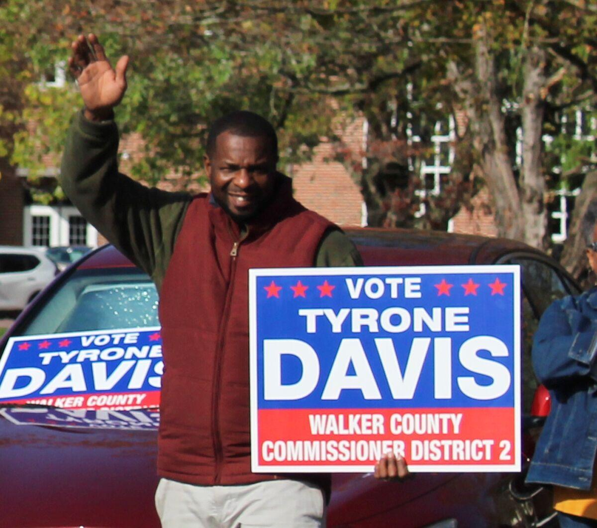 Tyrone Davis campaigns in Chickamauga