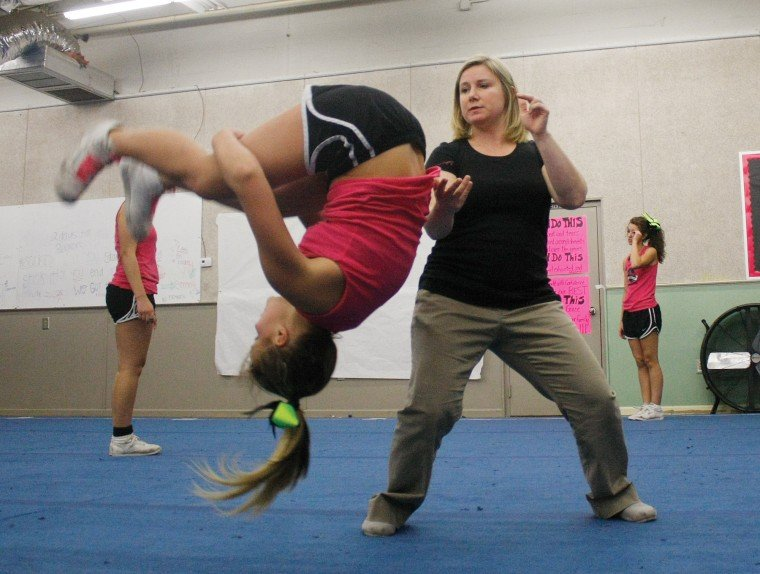 Cheerleading: Coosa High practice