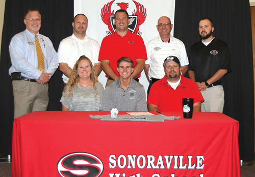 Sonoraville's Strickland signs to play golf at GNTC