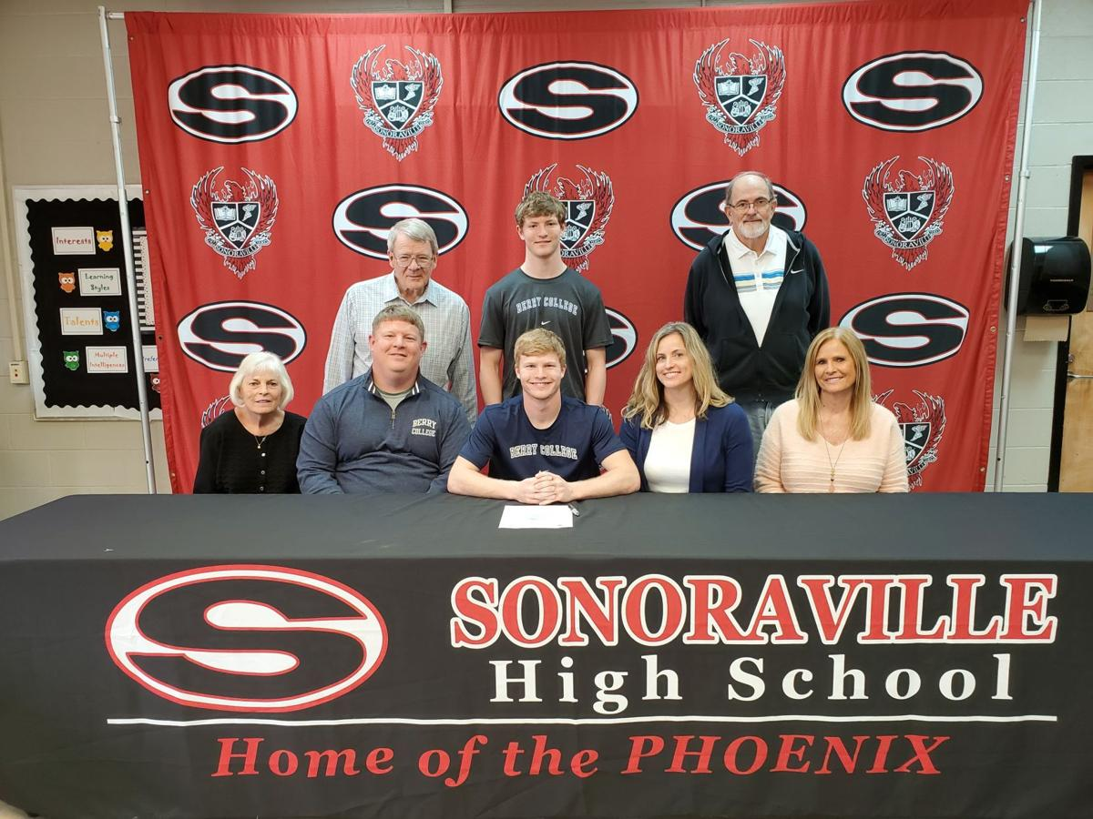 Blade Bryant signs with Berry College in signing ceremony