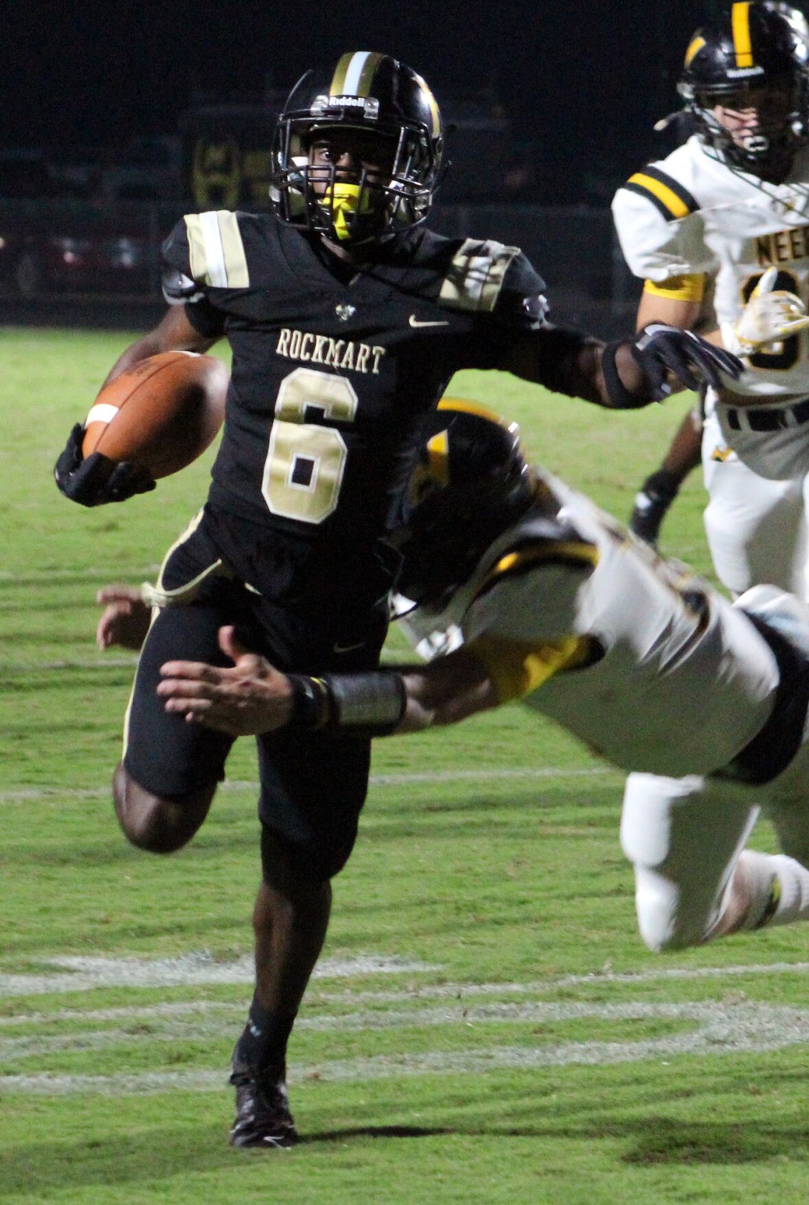 McCullough's 3 TDs leads Rockmart past Mountaineers