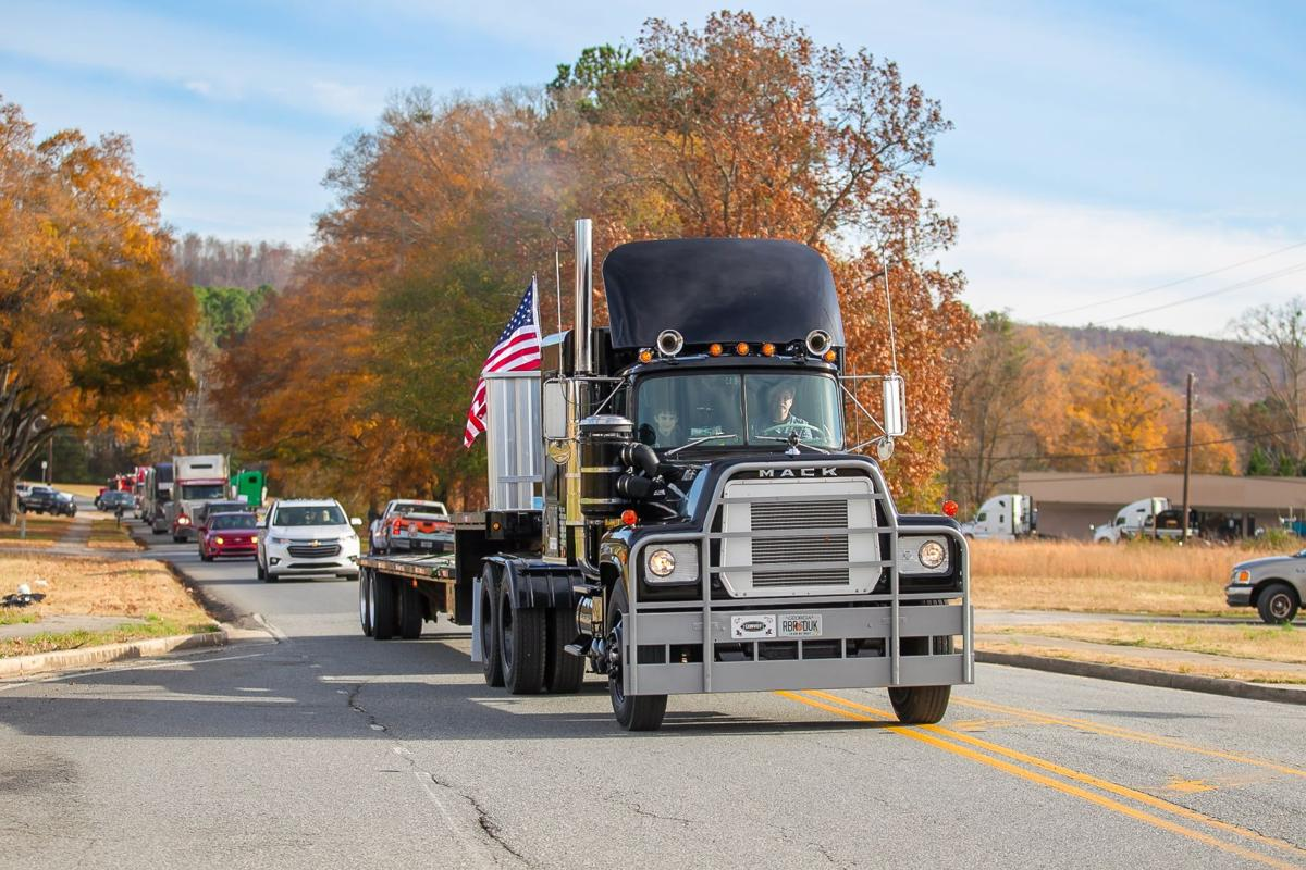 """Rubber Duck Truck from 1978 movie """"Convoy"""" leads big rig funeral procession"""