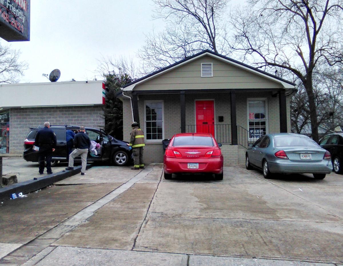 Van hits Cash Express in Cedartown