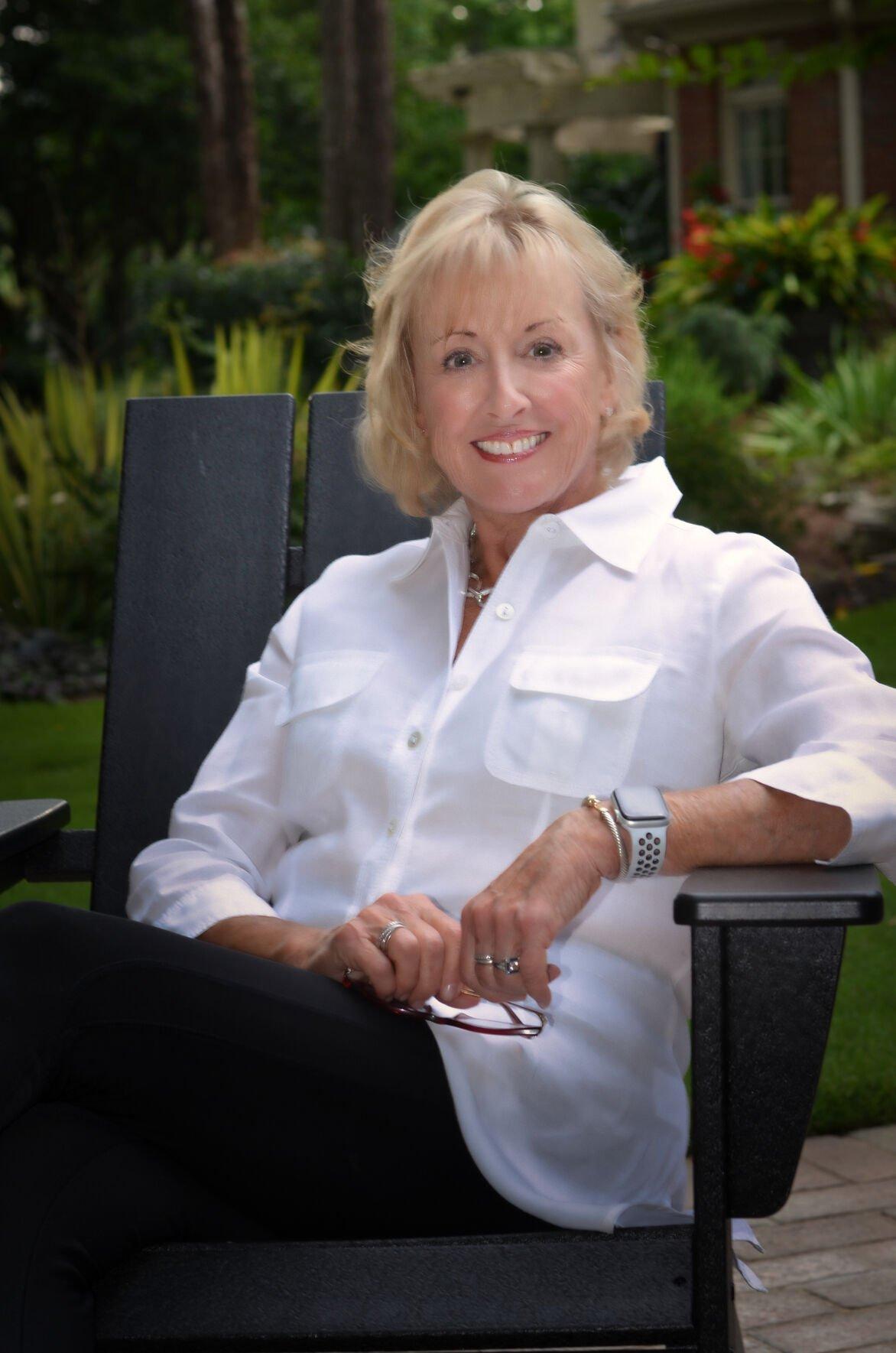 Lynn Gendusa, columnist