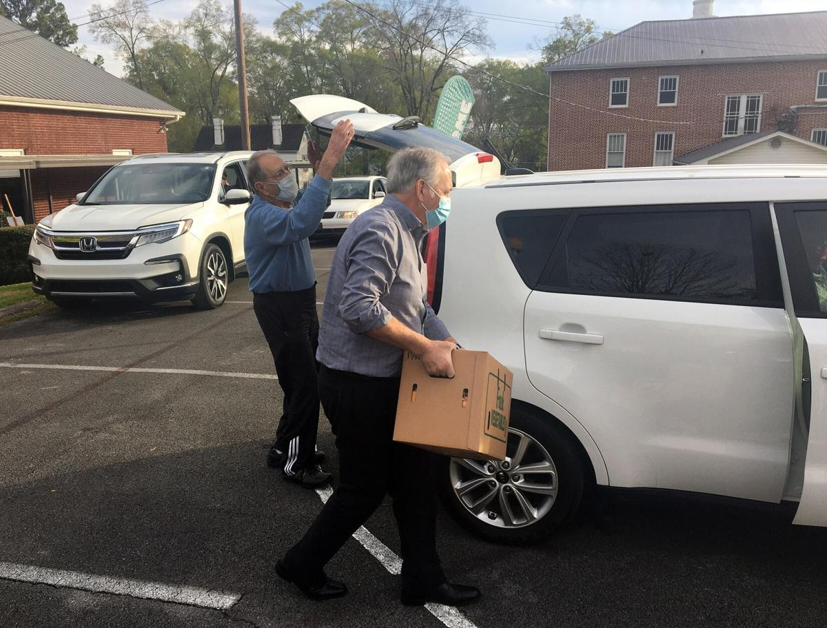 Adairsville Baptist distributes free boxes of food to kick off Thanksgiving week