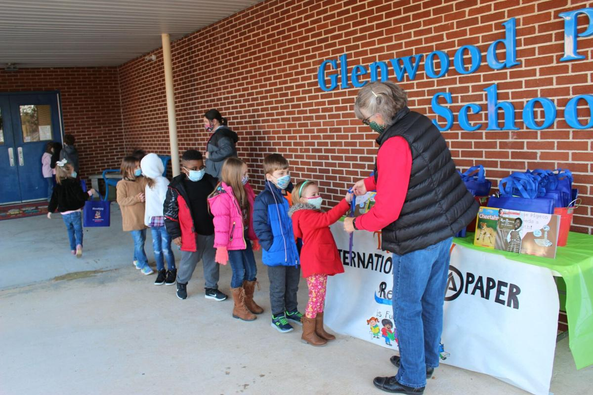 Glenwood Primary first graders receive free books through Reading is Fundamental donation from International Paper