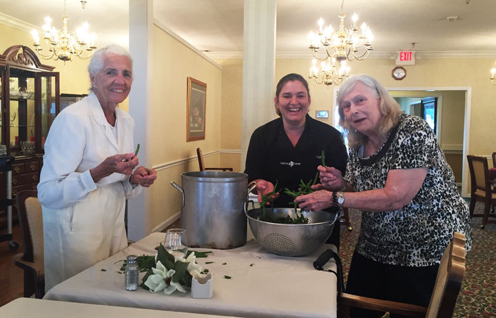 """Morning Pointe residents reap late summer harvest with """"Farm to Table"""" Program"""