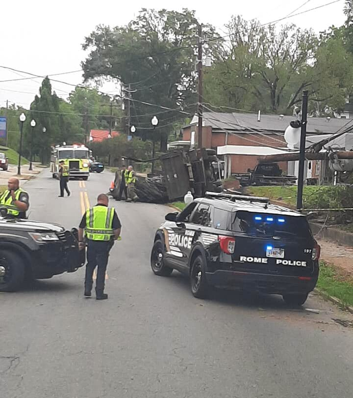 Wreck on South Broad causes blocks road, causes damage