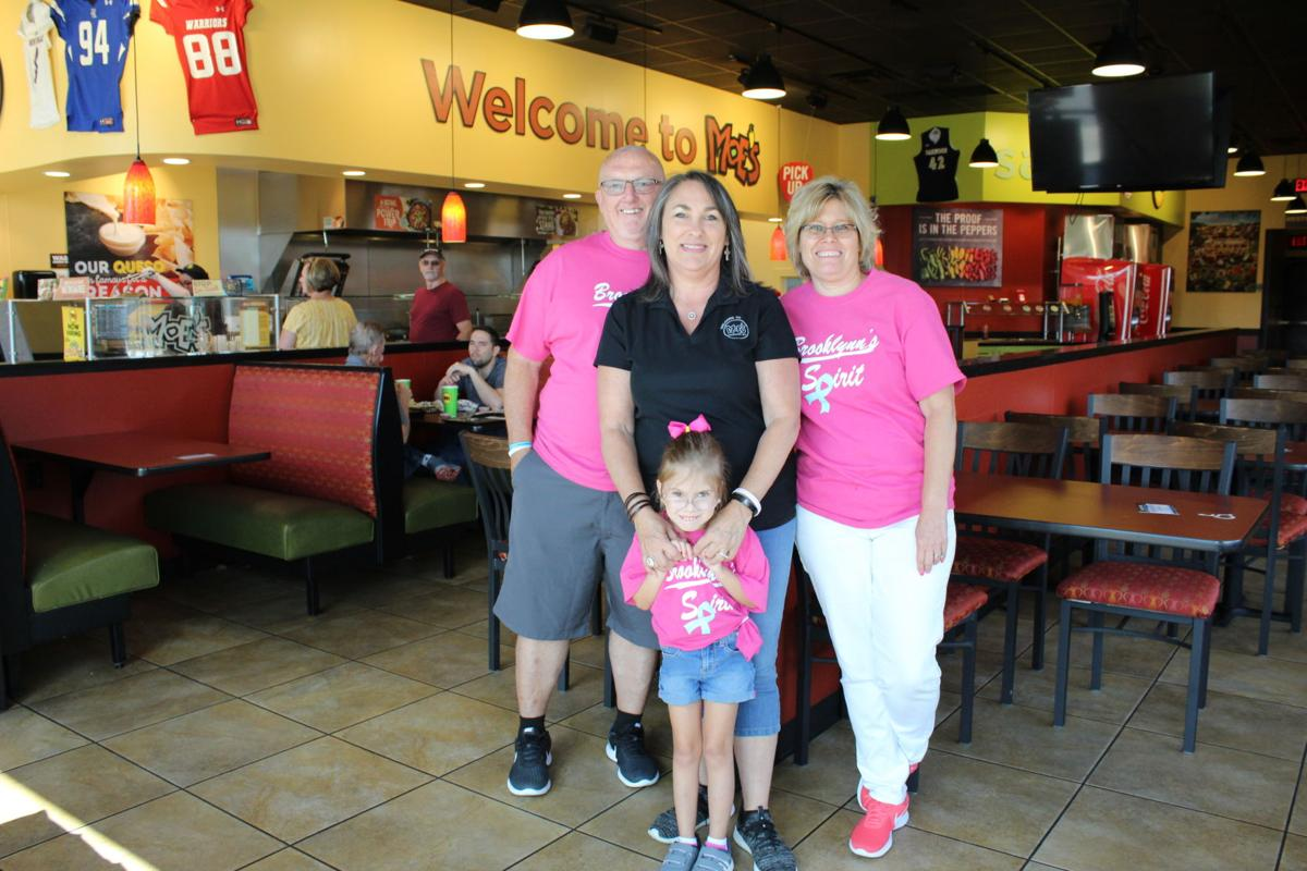 Brooklynn poses with family, Moe's manager