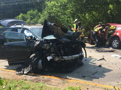 2 hurt in SUV crash on Veterans Memorial Highway near Braves