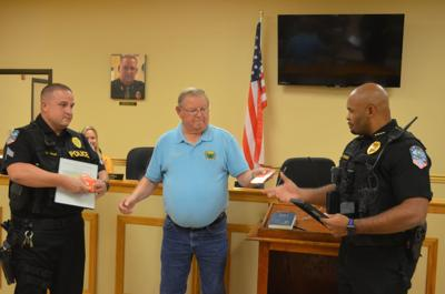 Aragon officers honored for aid in fire