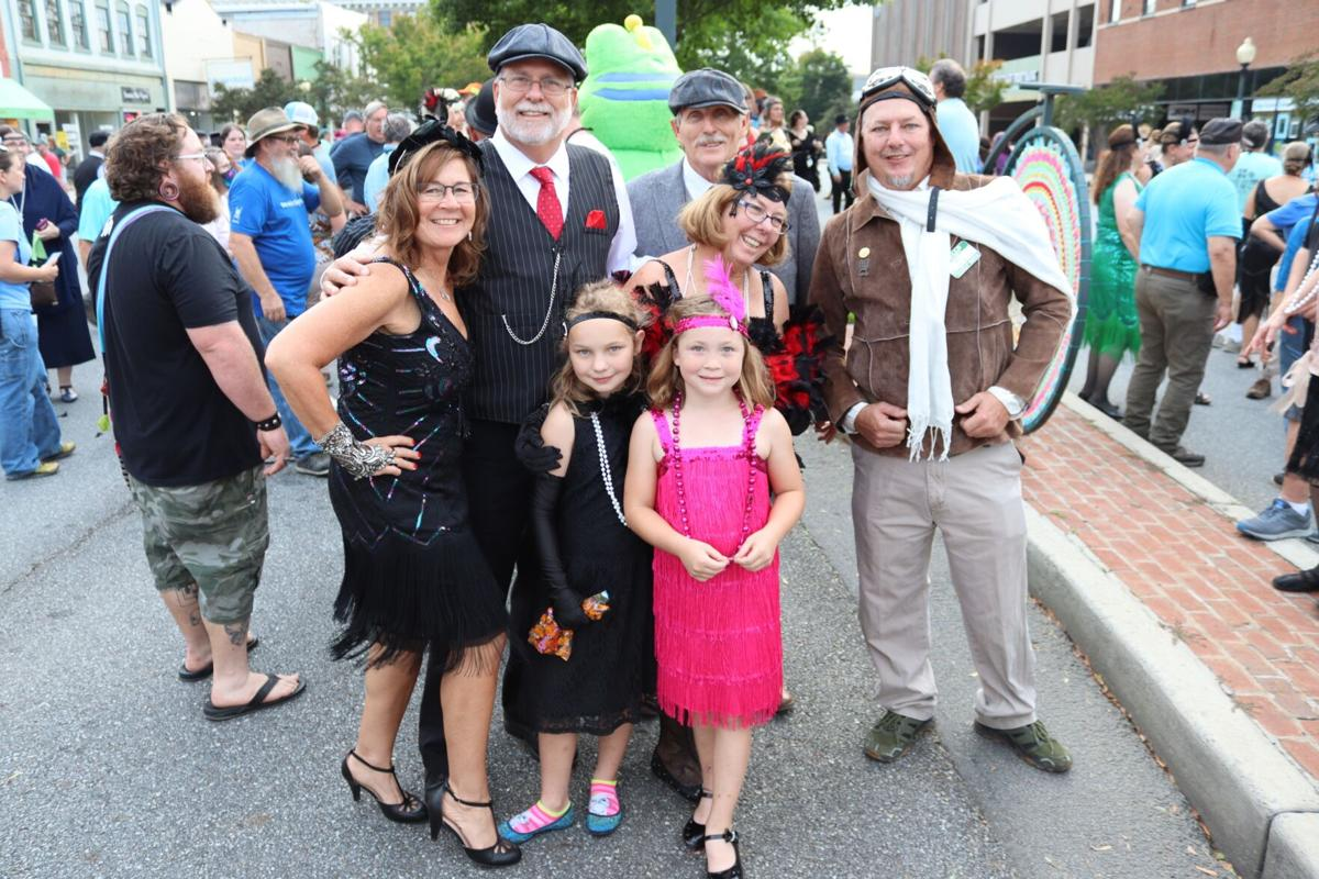 Flappers and flyboys: The roaring 20s invade downtown Rome in geocaching event