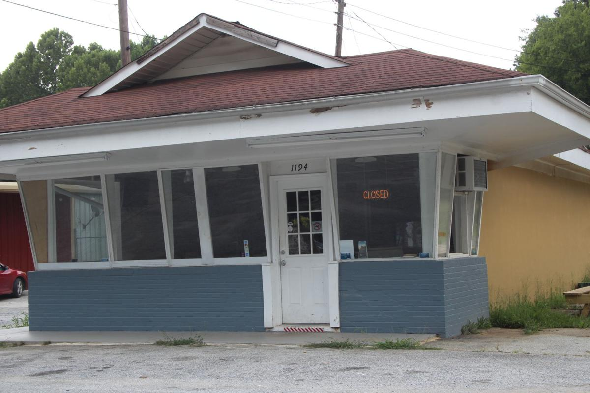 Brother Joe's closed in Cedartown