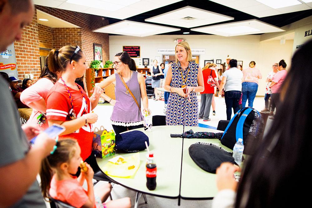 Elm Street Elementary hosts a family picnic