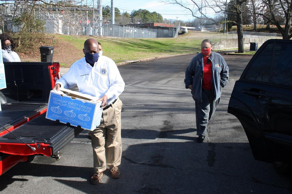 Famers to Families food giveaway