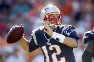 AP source: Tom Brady gets 3-year extension