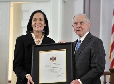 El exsecretario de Justicia de EEUU, Jeff Sessions. Foto de Twitter.