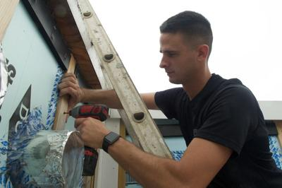 Air Force Senior Airman Daniel Eury Jr. ayuda a Habitat for Humanity en Washington, D.C., 18-6-19 DOD