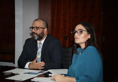 Manuel Laboy y María Cintrón Flores - directora Oficina de Gerencia y Permisos - Foto DDEC web - julio 24 2019