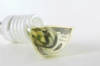 Miles de clientes tienen deudas con AEE