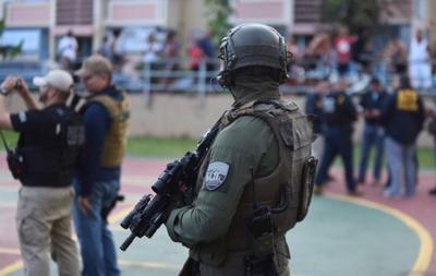 Policia - agente - arma - operativo - Foto suministrada Cybernews - junio 8 2021