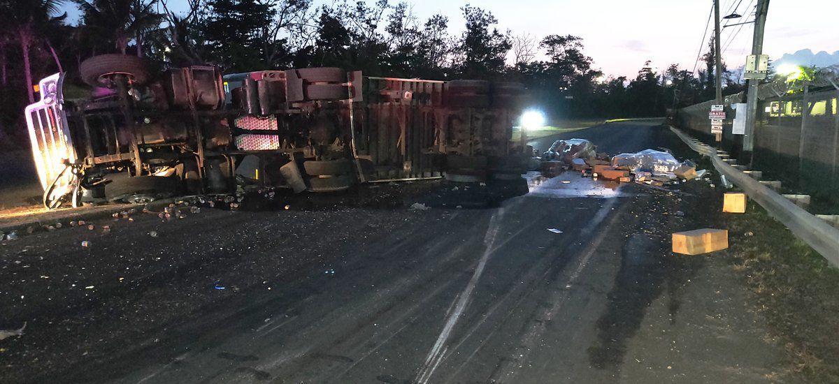 Camion volcado - carretera PR-28 - Foto suministrada - mayo 13 2019