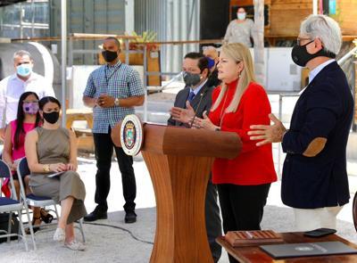 La gobernadora Wanda Vázquez Garced entregó el lunes la primera subvención de 50,000 dólares como parte del programa de Financiamiento para Pequeñas Empresas (SBF, por sus siglas en inglés) bajo los fondos CDBG-DR.