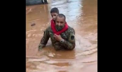 Guardia Nacional rescata familia en Mayaguez tras inundacion - Captura de pantalla - julio 30 2020