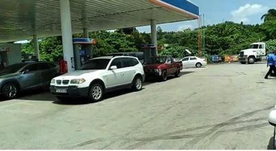 Gasolinera - fila - consumidores - Captura de pantalla - NotiUno - julio 22 2021