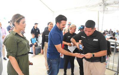 Gobernador Rosselló visita terminal de lanchas de ATM en Ceiba