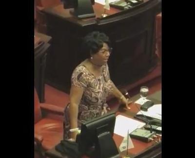 Senadora Venegas se canta víctima de bullying mientras reitera felicitación al juez Kavanaugh