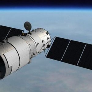 FOTO: Visible desde la Isla una nave espacial que está perdiendo altura
