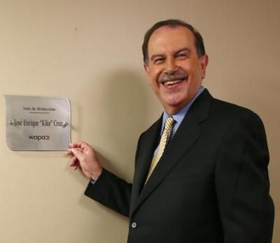 """José """"Kike"""" Cruz rompió el récord Guinness de la carrera más larga como director de noticias de TV"""