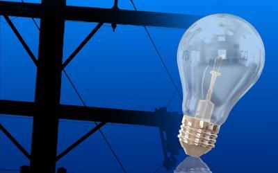 Le exigen a nuevo director AEE que instale postes y tendido eléctrico