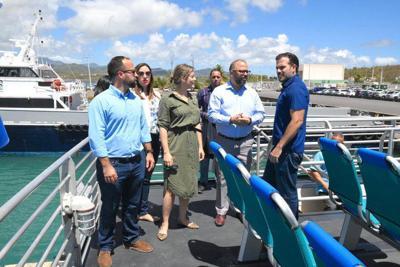 Gob y otros funcionarios visitan lancha de Vieques y Culebra